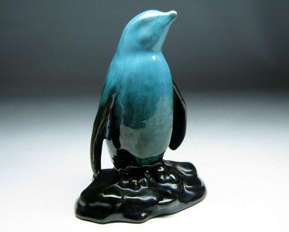 vintage BLUE MOUNTAIN POTTERY of canada penguin figure  figurine