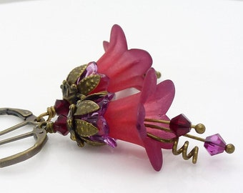 Red lucite flower earrings, Vintage style antique bronze dark pink and burgundy red flower dangle earrings