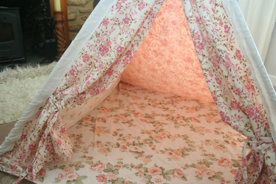 Pretty play tent teepee. This tent for sale