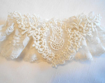 Cameo Vintage Lace Design.  Cameo and Chantilly Lace in White or Ivory Garter set.