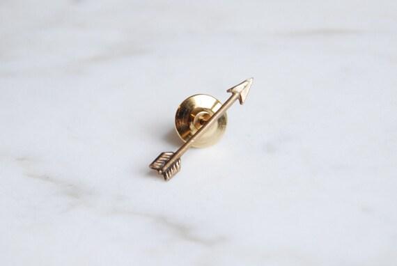 Arrow lapel pin