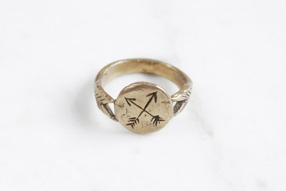 Golden Crossed Arrows signet ring