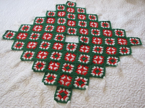 Crochet Xmas Tree Skirt : Vintage Crocheted Christmas Tree Skirt by HeartlandVintageShop