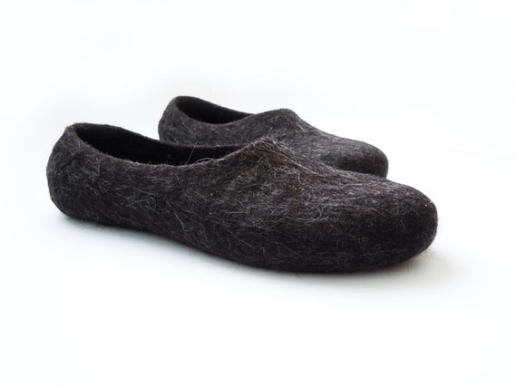 Eco friendly natural brown black color felted men slippers