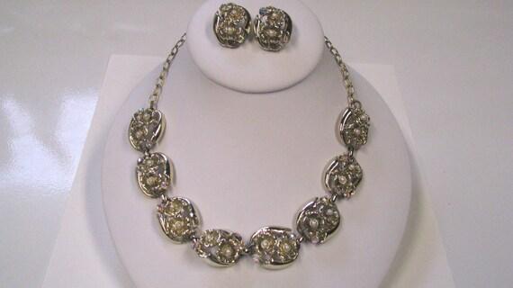 Vintage White Faux Pearl Aurora Borealis Choker & Clip on Earring Set in Gold tone metal Matching Jewelry Set Vintage Demi Parure