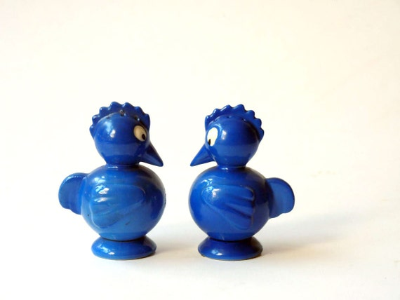 Chicken Salt and Pepper shakers, Made in Japan blue buddies, extra classy