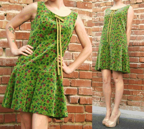 VTG Hippie Green A Line Dress with Flowers and Gold Trim Bow Small Medium FREE SHIPPING
