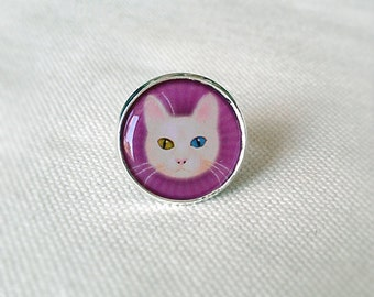 Adjustable silver Ring with White cat in violet.