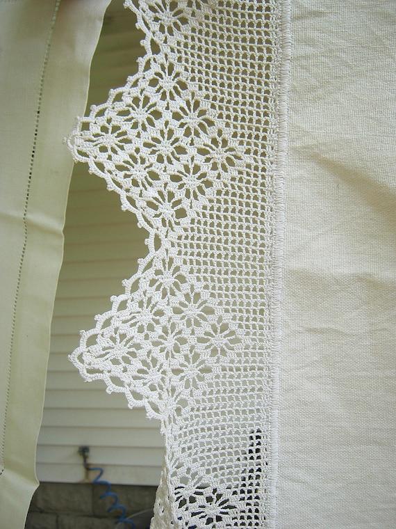"""Vintage Dresser Scarf Linen 5"""" Crochet Trim Table Linens"""