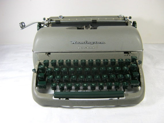 Vintage Manual Typewriter 50s REMINGTON QUIET-RITER Bakelite keys Prop