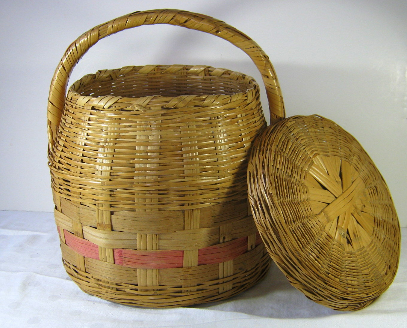 vintage wicker basket with lid snake charmer style handle. Black Bedroom Furniture Sets. Home Design Ideas