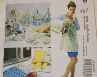 New McCall's Apron pattern M6479 Miss  (Sml-Med-lrg-xlg)