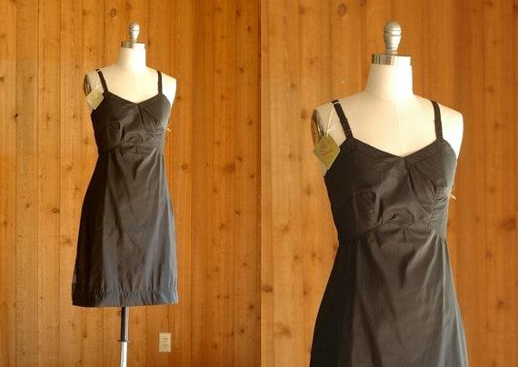 20% off Labor Day sale / vintage 1960s slip / 60s black dress slip / size small