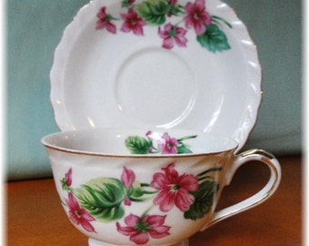 Beautiful Vintage Teacup and Saucer