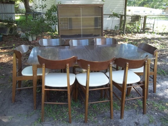 Ordinaire Items Similar To Vintage 1950u0027s WALTER Of WABASH Brown Wood Dining Table,  Hutch, Two Leaves And 8 Chairs On Etsy