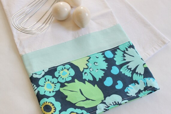 Blue Tea Towel (flour sack, hand, kitchen towel), housewarming or birthday gift, cottage chic in blue floral