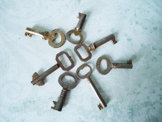 Vintage Barrel Keys - 7 Old Keys - Vintage Key Charms - Jewelry Supply - Cabinet Keys