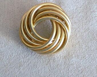 goldtone  circle  brooch