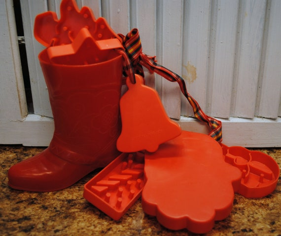 Christmas Tree Made Of Plastic Cups: Vintage Red Plastic Cowboy Boot Cup And Cookie Cutters / Bell