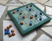 Egyptian Seega Game Board with midnight blue-sand yellow Scarab pawns in textile case - Gioco di società Egiziana Seega