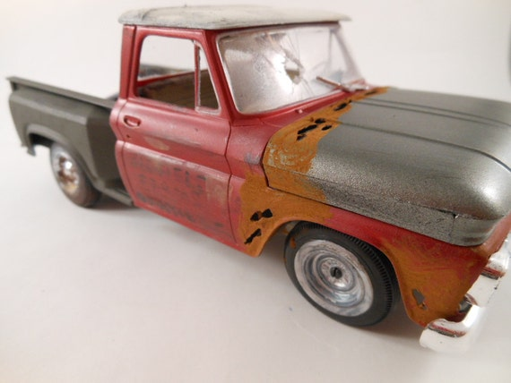 mid fifties Chevrolet pickup truck 1/24 scale model car in red