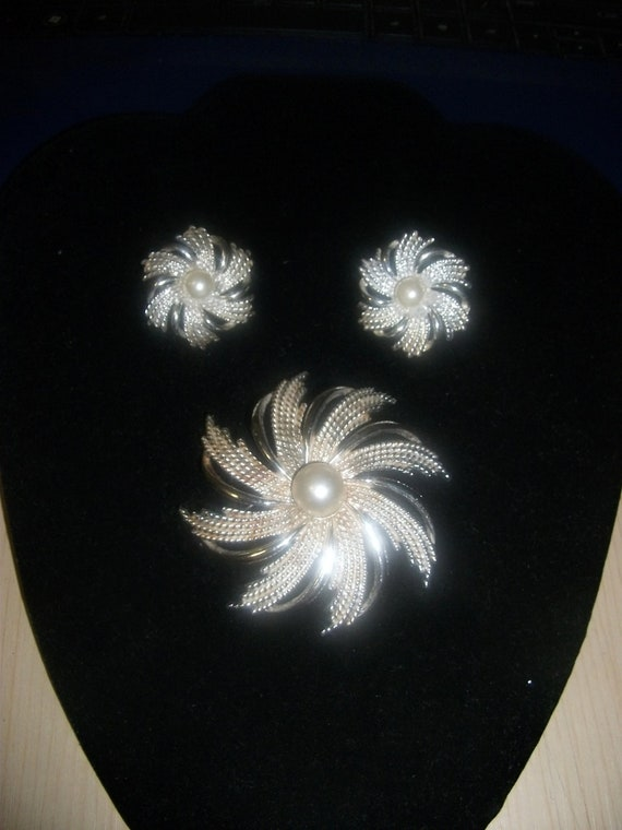 Vintage Sarah Coventry Earrings with Matching Brooch Pin Swirl Pattern Pearl Center ONLY 5 USD