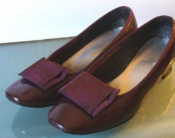Jacqueline Plum Patent Leather Flats W/ Bows Size 7.5B