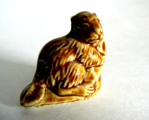 Knick Knack, Vintage Wade Whimsies, Miniature, Ceramic Animal, Figurine, for Knick Knacks Shelf, Beaver