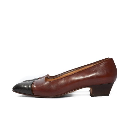 90s Cole Haan Cut Out Kitten Heel Pump Black and Brown Leather Preppy Shoes Women size 8 1/2