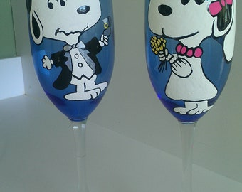 custom set of 2 peanuts gang custom snoopy bride groom wedding toasting glasses charlie brown Schroeder lucy woodstock hand painted wine