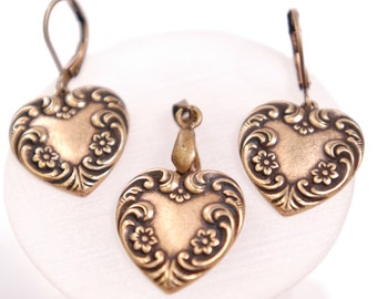 j1826 Antique Bronze Earring and Necklace Jewelry Set. Heart shaped with intricate scroll work