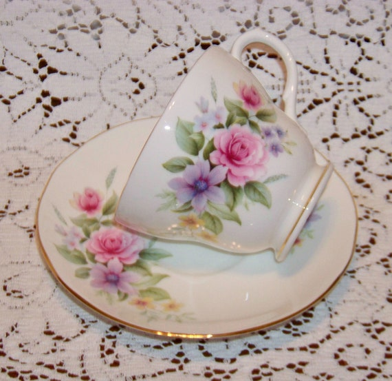 Lovely vintage DUCHESS Bone China ENGLAND teacup tea cup and saucer plate - birthday - Mothers Day - Christmas - Sister - Daughter - friend