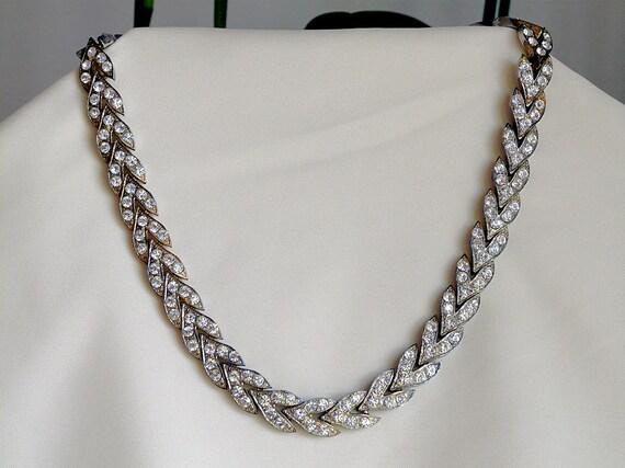 beautiful vintage rhinestone choker necklace