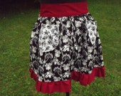 Reversible HALF APRON in black and white with red ruffle