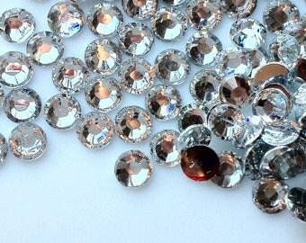 2 mm High Quality 14 Faceted Cut Resin Rhinestone Clear Diamond (.am)