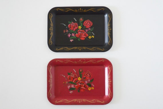 Small metal tray black red flowers set of 2