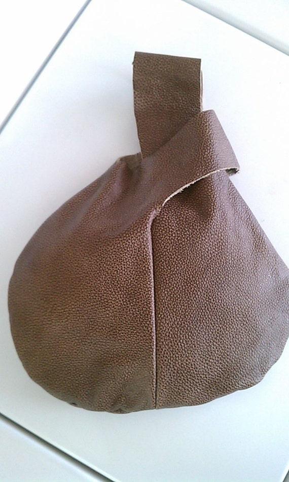 Brown Pebble Textured Leather Purse Wristlet Clutch Bag Round Zen Mama