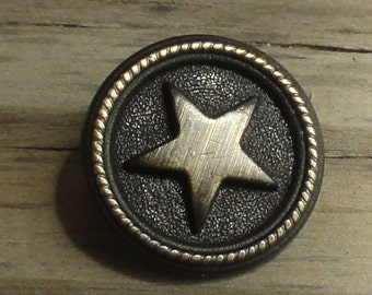 2 Metal Star Buttons - Antiqued Brass