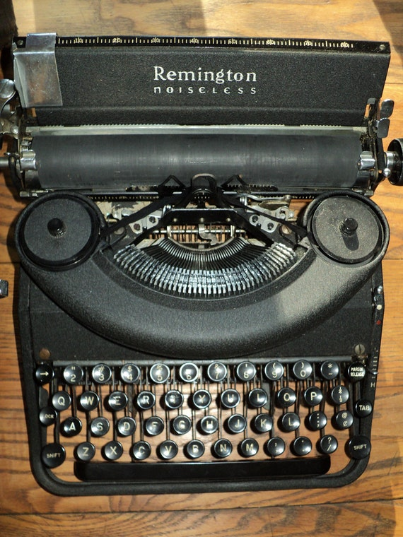 ANTIQUE REMINGTON TYPEWRITER with it's very own carrying case.