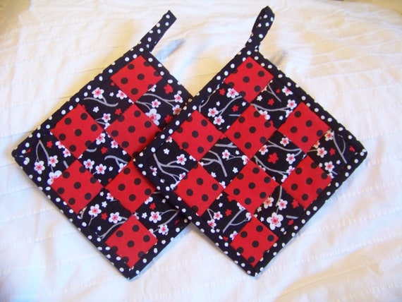 Quilted Pot holders - Red, Black, White and Gray- Cotton - Set of 2 - 8in x 8in