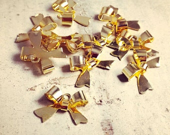 8 - Bow Charms, Shiny GOLD Brass, Small Bow Tie, Vintage Jewelry Supplies X028