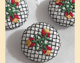 embroidered buttons handmade in ivory silk with floral design, size 29mm