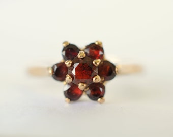 SALE ///1970s vintage / 9k gold Garnet cluster ring / deep red gemstone  / gemstone jewelry engagement