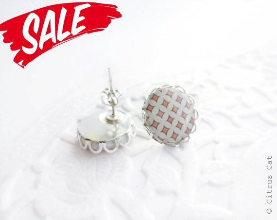 SALE - Salmon color diamond circles stud earrings
