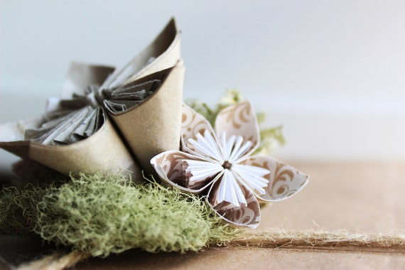 Natural Gift Bow - Made of paper and lichen - Tan Cream Green