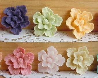 10 pcs  27 x 27 mm High-quality Resin flowers  Cabochon in 10 colors Pendant Charm craft jewelry