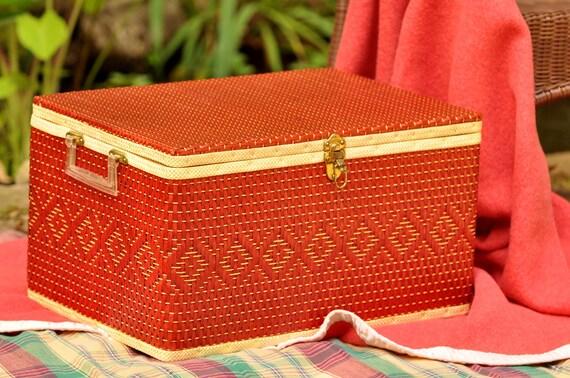 Redmon Picnic Basket Vintage Red with Sparkle Handles