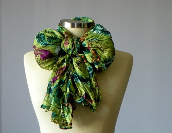 Scarf, infinity viscose wrinkled scarf, feather print pattern neckwarmer, fall autumn fashion, loop scarf, christmas gifts idea, rectangle