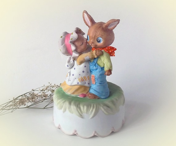 Vintage Lefton Figurine 1985 Easter Parade ceramic Music Box, Mr. and Mrs. Rabbit Dancing to tune Easter Parade. no.04827 Rare, EXCELLENT