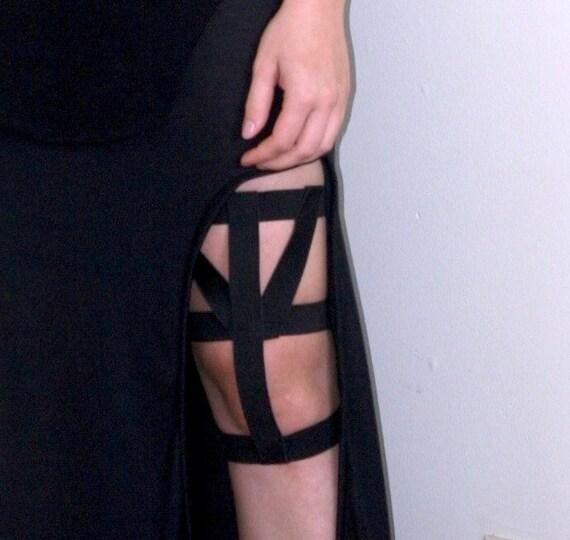 NUIT F/W 2012: Geometric Thigh Garter